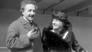 العالم الكبير ألبرت أينشتاين صاحب نوبل
