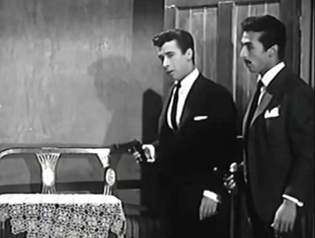 ميمو وجمال رمسيس في مشهد من فيلم إسماعيل ياسين بوليس سري