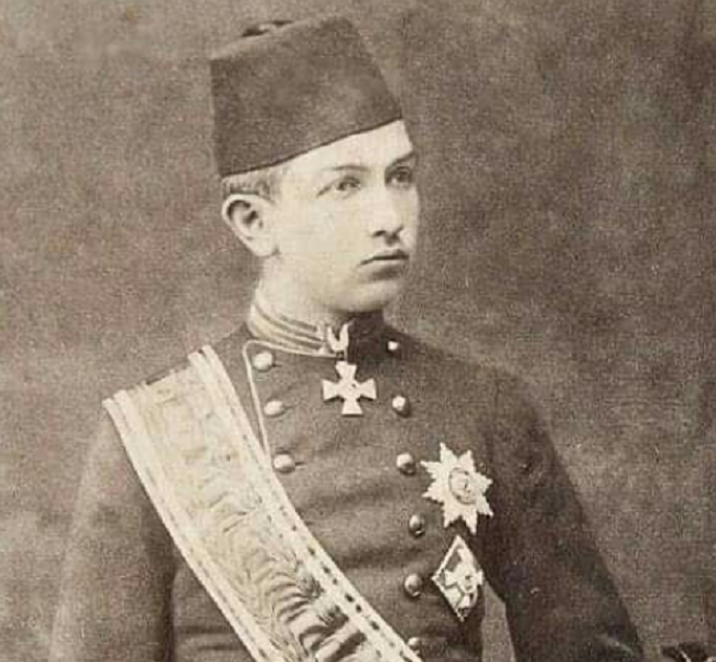 كان الخديوي عباس حلمي الثاني يبلغ 18 عاما عندما التقاه بنجالو لأول مرة