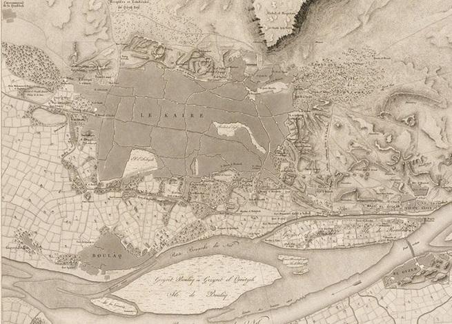 خريطة القاهرة كما رسمها علماء الحملة الفرنسية، حيث تقع القاهرة يسارا والفسطاط يمين، وفي المنتصف طريق رئيسي يربط بينهما، الواقع مباشرة تحت كلمة LE KAIRE